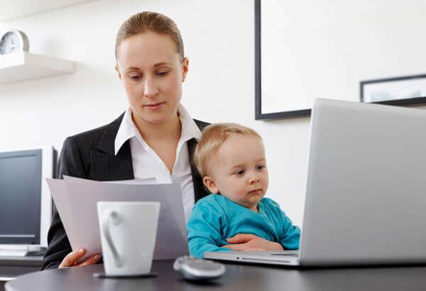 когда начальнице имеет смысл стать «мамой» для сотрудников; как гармонично сочетать семью и работу; когда играть в «леди-босс», а когда – быть слабой и нежной.